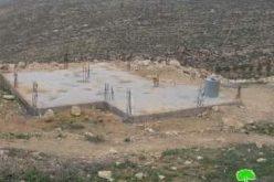 إخطار بهدم منزل قيد الإنشاء بمنطقة طاروسة غرب دورا