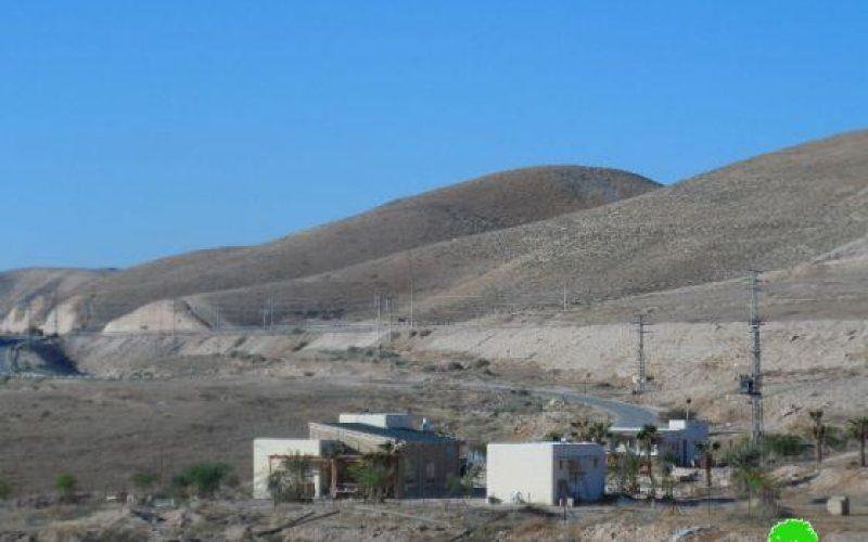مستوطن يستولي على مركز شرطة قديم و يحوله إلى استراحة سياحية في واد القلط