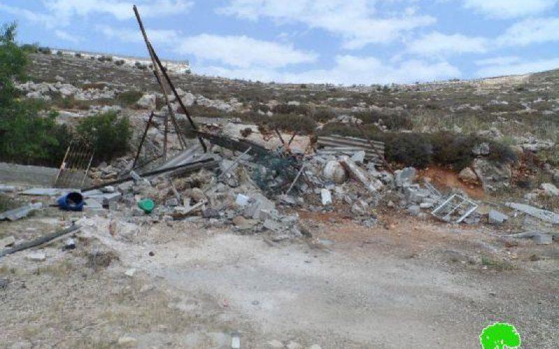الاحتلال يهدم حظيرة لتربية المواشي في حي البقعة شرق الخليل