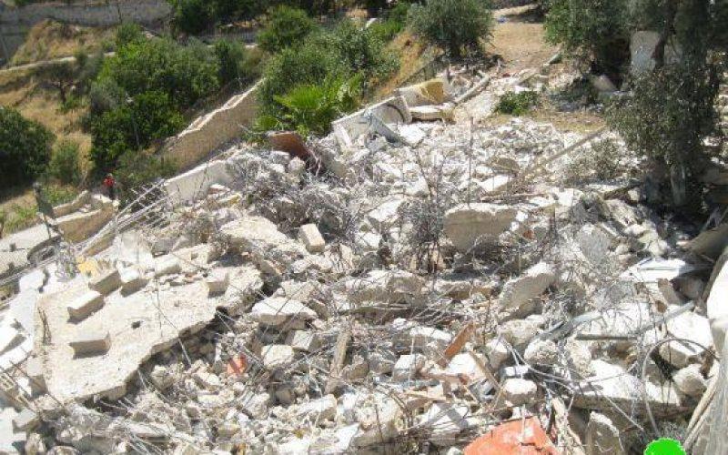 جرافات الاحتلال تهدم مسكناً لعائلة القاق في جبل المكبر / القدس المحتلة