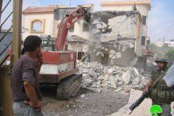 هدم منزلاً ومزرعة للدواجن في قرية برطعة في محافظة جنين