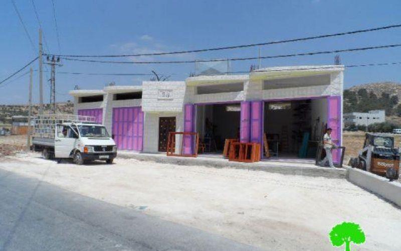 إخطار بوقف العمل في 4 مخازن بقرية دير سامت غرب الخليل