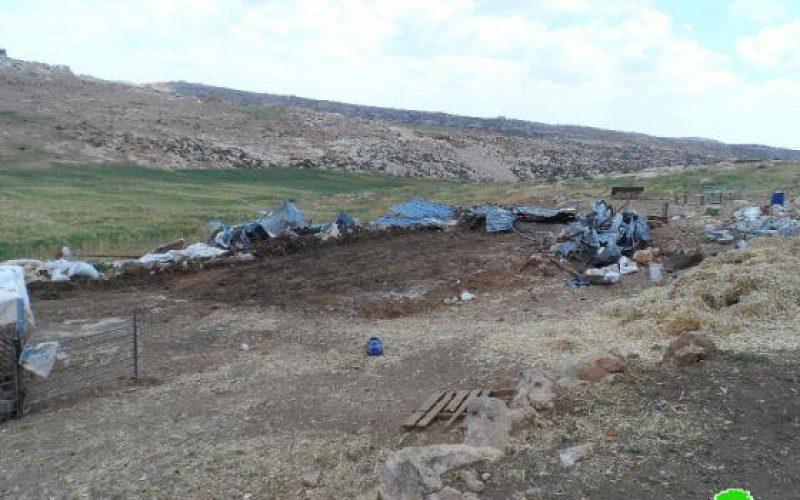 The Israeli occupation demolishes residences and sheds in Khallet Al Karsana