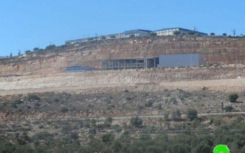 أعمال توسعة كبيرة تشهدها مستعمرة بركان الإسرائيلية على حساب أراضي بروقين وحارس