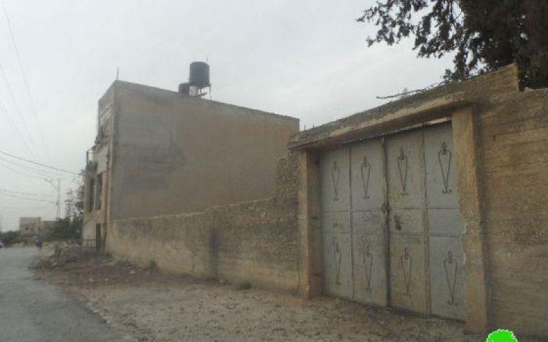 الاحتلال الاسرائيلي يستخدم ضخ مياه الصرف الصحي باتجاه المنزل الفلسطينية كوسيلة للضغط على السكان في قرية كفر قدوم