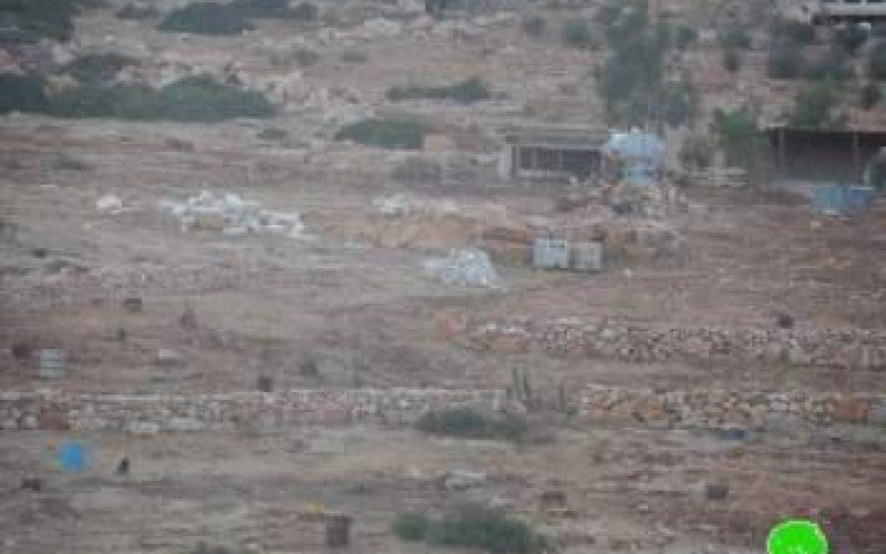 الاحتلال الاسرائيلي يردم بئرين قيد الإنشاء في خربة يرزا