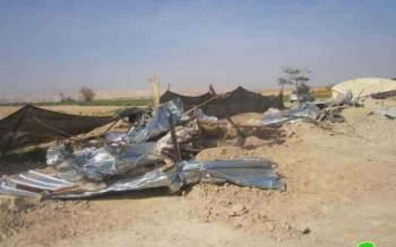 هدم عدد من المنشآت الزراعية و السكنية في قرية العوجا