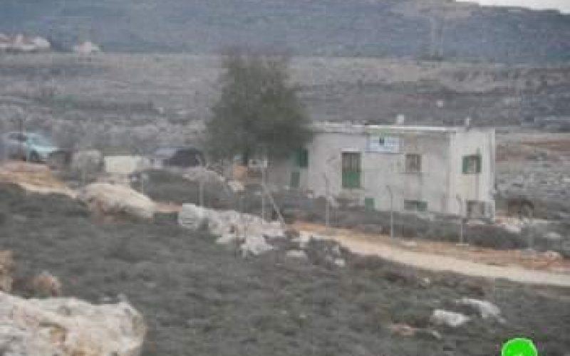 رغم قرار محكمة العدل العليا المستعمرون لا يزالون يحتلون منزلا في قرية عين يبرود