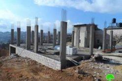 إخطارات بوقف العمل في ثمانية منازل في بلدة بيت أمر شمال الخليل