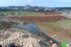 """مستعمرو مستعمرة """" ميراف"""" يضخون كميات كبيرة من مياه الصرف الصحي باتجاه أراضي قرية جلبون"""