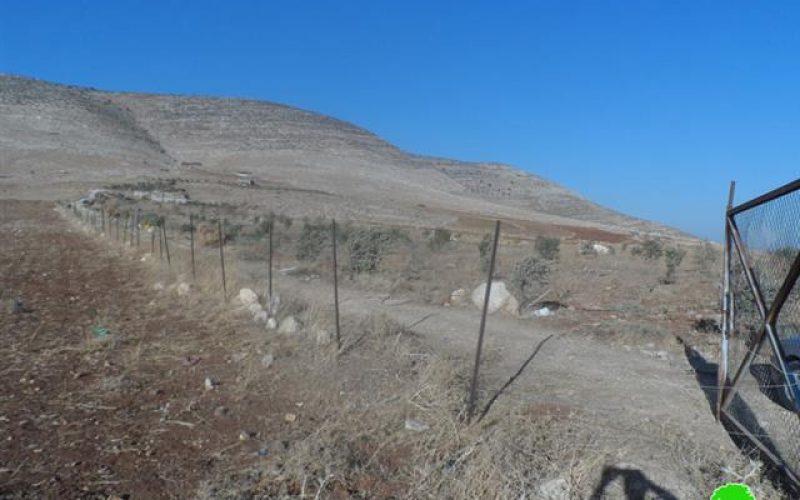 الاحتلال الإسرائيلي يخطر بوقف شق طريق زراعي في خربة الطويل /محافظة نابلس
