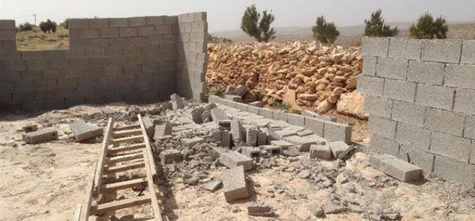مستعمرون متطرفون يهدمون مسكناً في  قرية كيسان / محافظة بيت لحم