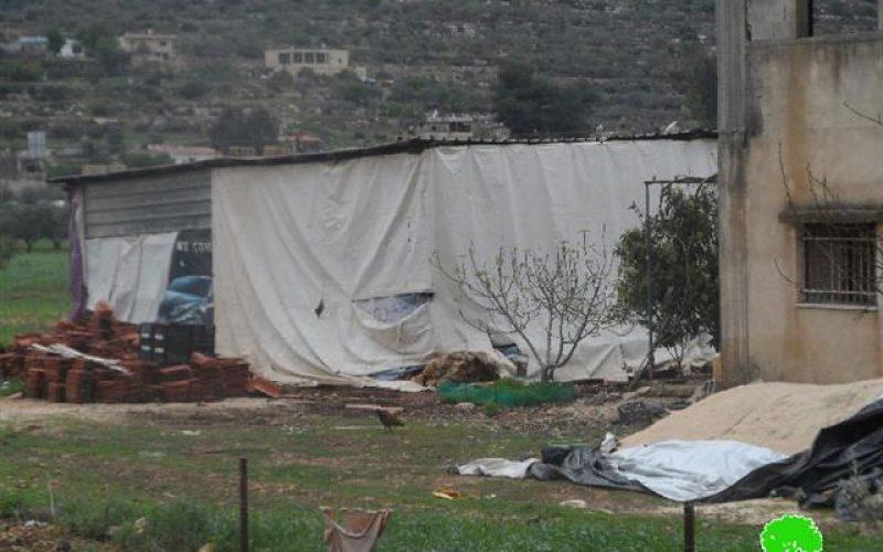 إخطار 6 عائلات بوقف البناء لمنازلهم ومنشآتهم التجارية في قرية اللبن الشرقية