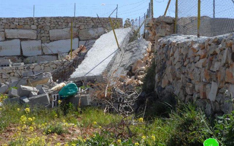 الاحتلال يهدم منشآت زراعية بمنطقة فرش الهوى غرب الخليل