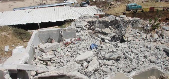 The Israeli occupation demolishes a house and water cistern in Hebron
