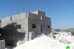 إخطار منزل قيد الإنشاء بوقف البناء في قرية رافات
