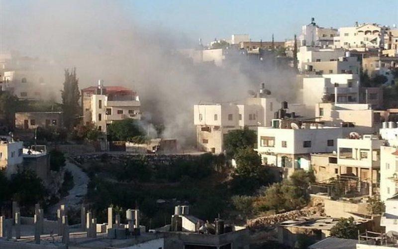 الاحتلال يفجر ويهدم شقة في منزل ببلدة إذنا بمحافظة الخليل