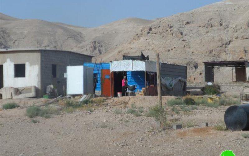 """تسليم إخطارات لوقف البناء  لتجمع عرب الرشايدة في منطقة """" الديوك الفوقا"""""""