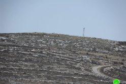 مستعمرون يحاولون إقامة بؤرتين استعماريتين على أراضي بلدة صوريف في محافظة الخليل