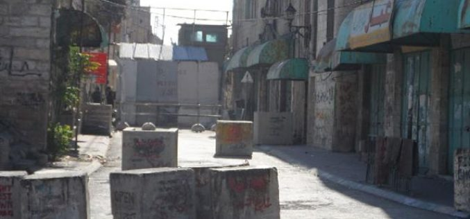The Israeli occupation forces a closure on the Al-Shuhada street in Hebron