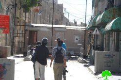 قوات الاحتلال تشدد من إغلاق مدخل شارع الشهداء بالخليل