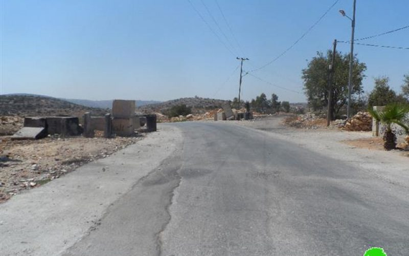 Closing the three entrances of Silwad by dirt walls and road blocks