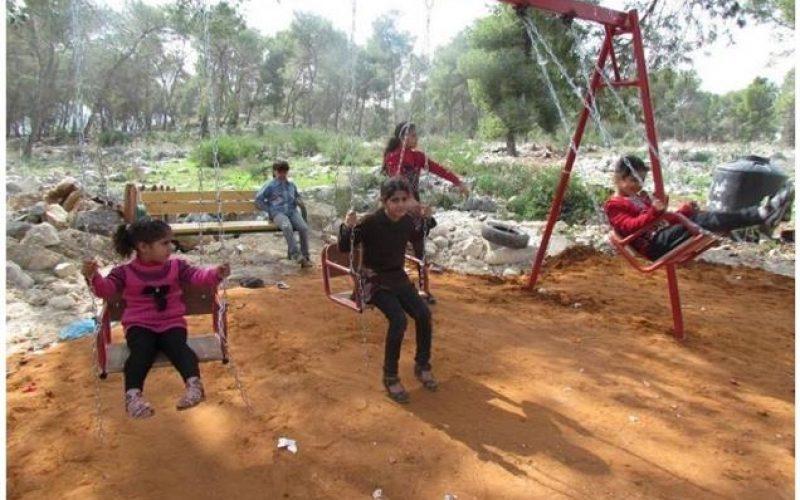 السلطات الاسرائيلية تستهدف حديقة عامة في بلدة قفين بذريعة عدم الترخيص