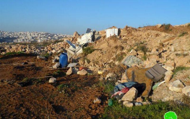 الاحتلال يجرف قطعة ارض ويقتلع أشجار في جبل أبو سرور بالخليل