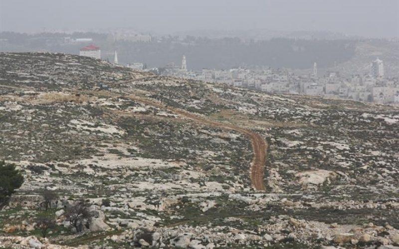تجريف أراضي في خلة النحلة جنوب غرب مدينة بيت لحم