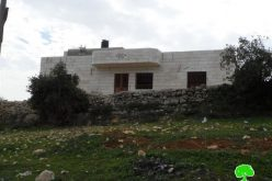 الاحتلال يصدر إخطارات جديدة بوقف العمل في المساكن الفلسطينية بمنطقة قيزون شرق الخليل