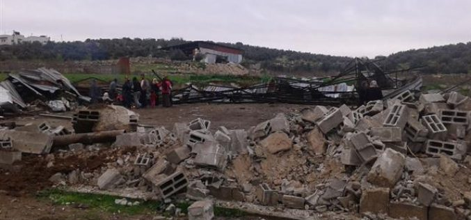 The occupation demolishes a agricultural structure and a residence in Idhna