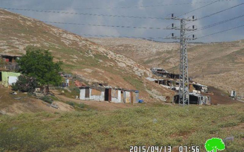 مصادرة خلايا شمسية من تجمع أبو الحلو في منطقة الخان الأحمر/ القدس المحتلة