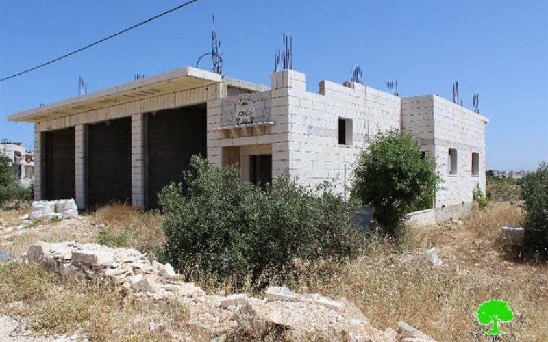 إخطار 4 مساكن بوقف العمل والبناء في قرية أم سلمونة / محافظة بيت لحم
