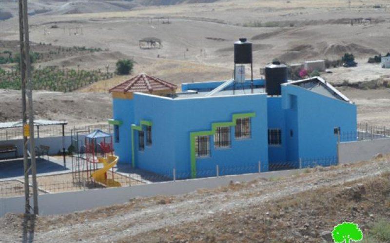 إخطار بوقف البناء لمسجد وروضة أطفال ومساكن وحظائر في تجمع عرب الزايد