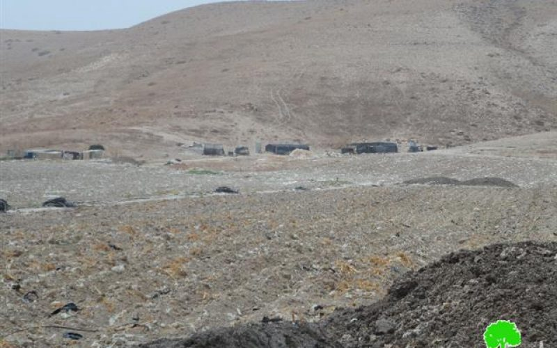 تسليم 7 عائلات من خربة الفارسية إخطارات بوقف العمل في بركساتهم الزراعية