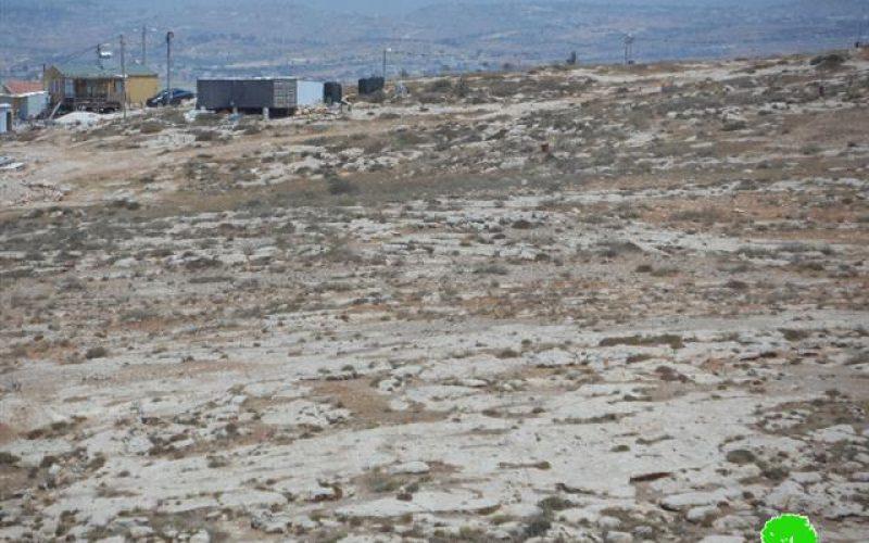الاحتلال يقتلع ويخرب سياج يحيط بقطعة أرض بخربة شعب البطم شرق يطا