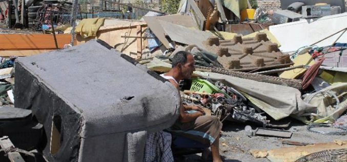 The Israeli occupation demolishes six commercial structures at Al-Eizariya town-Occupied Jerusalem