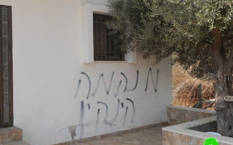إحراق مركبة فلسطينية وخط شعارات تحريضية على جدار منزل في قرية بيتلو شمال رام الله