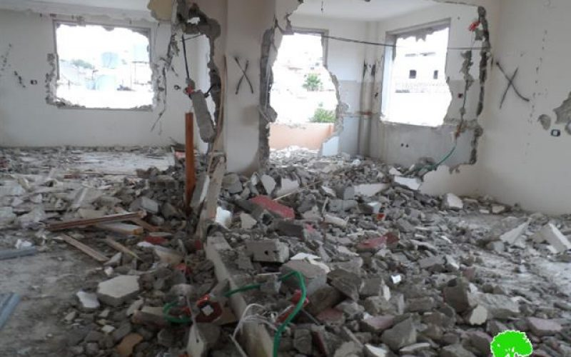 The Israeli occupation detonates the residence of Al-Hashlamoun family in Hebron