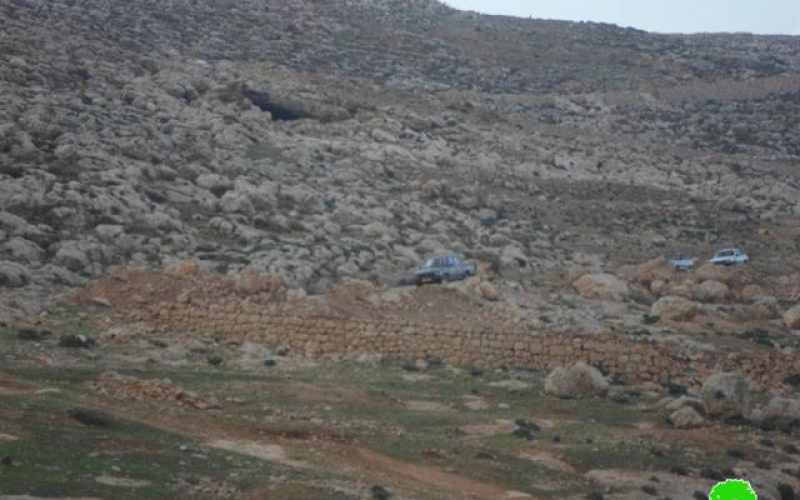 The Israeli occupation closes the entrance of Kfar Malik village by earth mounds