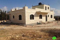 إخطار بوقف العمل والبناء في منزلين في بلدة تقوع في محافظة بيت لحم