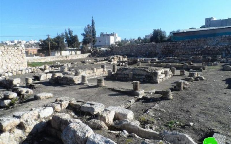 Israeli colonists break into a Roman archeological site west Hebron