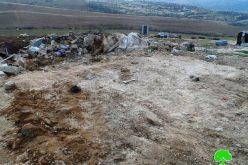الاحتلال يهدم منشآت ويصادر ألواح الطاقة الشمسية في خربة الرهوة جنوب بلدة الظاهرية