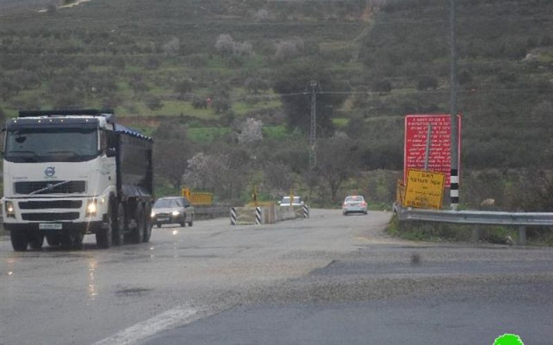 Israeli Occupation Forces set up two metal gates West Nablus city