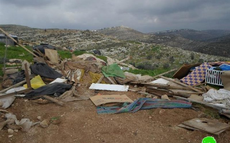 الاحتلال يهدم عدد من المساكن والبركسات في تجمع عرب الكعابنة جنوب قرية دير عمار