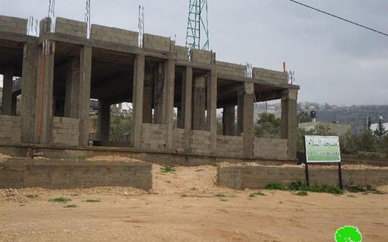في سابقة خطيرة الاحتلال يحدد مدة 24 ساعة للاعتراض على الإخطار؟!!!  <br> إخطارات  بوقف البناء لمسجد وخمسة منازل في بلدة دير بلوط