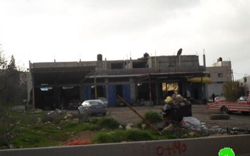 الاحتلال الاسرائيلي يخطر بهدم جزء كبير من سوق الخضار المركزي ووقف البناء لمنشآت زراعية وتجارية في بلدة بيتا بمحافظة نابلس