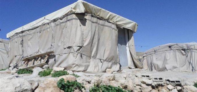 معظمها بتمويل من الاتحاد الأوروبي, إخطارات بوقف العمل في مساكن ومنشأة زراعية بخربة المركز شرق يطا