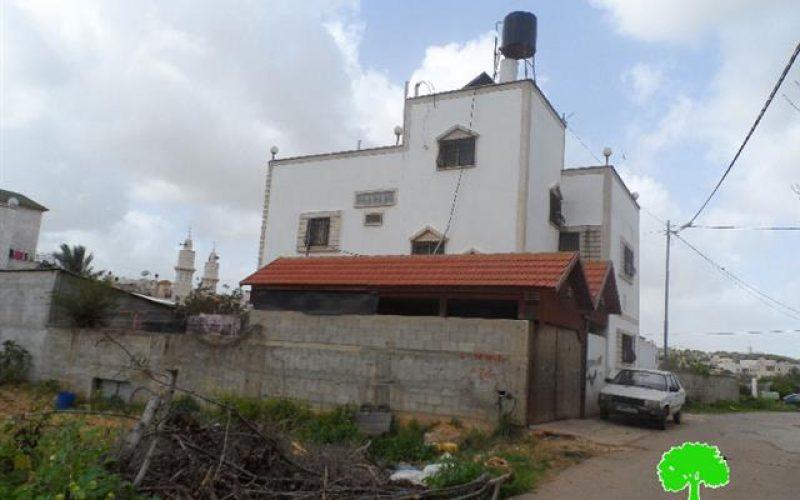 الاحتلال يصدر 17 إخطاراً تستهدف 30 مسكناً ومنشأة في قرية عزون بمحافظة قلقيلية