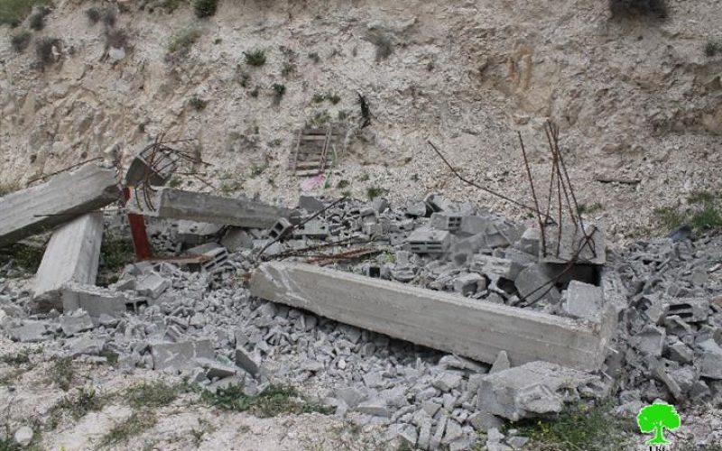 Under Israeli threat: Abu Qalbin family self-demolishes their two residential apartments